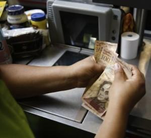 FMI prevé inflación de 720% en Venezuela este año y de 2.068% en 2018