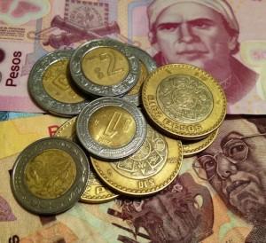 Peso mexicano se coloca en mínimos históricos frente al dólar