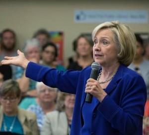Hillary Clinton aboga por reestructurar deuda de Puerto Rico