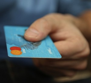Confianza de los consumidores en EEUU sube a su máximo en 16 años