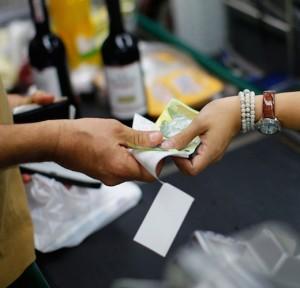FMI: La economía de Venezuela está implosionando