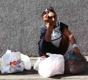 La economía venezolana se redujo a la mitad en tres años