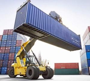 Déficit comercial de EEUU declina fuertemente en febrero
