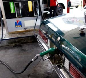 La inflación y la devaluación en Venezuela trituraron el alza del precio del combustible