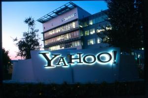 AT&T alza la mano para comprar negocio de Internet de Yahoo!