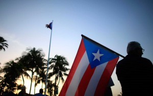 Sanders critica plan de rescate a Puerto Rico