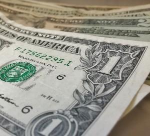 Un dólar se cambia por el billete de mayor denominación de Venezuela