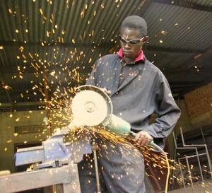 Pedidos de bienes a fábricas EEUU cae en mayo
