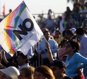 Peso colombiano y acciones caen con rechazo al acuerdo de paz