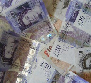 El Reino Unido busca aumentar el sueldo mínimo