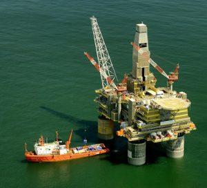 OPEP y otros países alcalzan el acuerdo global para recorte de oferta petrolera