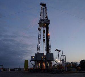 Precio del petróleo a corto plazo se recupera por el recorte de producción