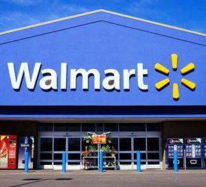 El buen flujo de clientes empuja las ganancias de Wal-Mart