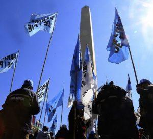 Sindicatos argentinos protestaron para pedir ajustes de sueldos