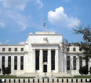 Bonos del Tesoro de EE.UU suben antes de reunión de la Fed