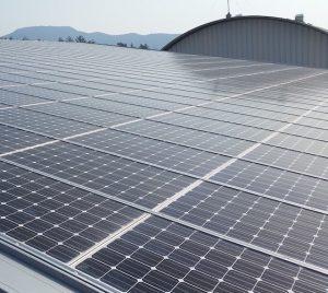 Compañías de energía solar de California pagan a otras para que tomen los excedentes
