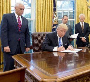 Consejo de empresarios se disuelve por declaraciones de Trump