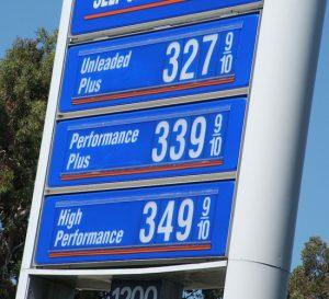 Precio de la gasolina sube en EEUU mientras las refinerías se mantienen cerradas