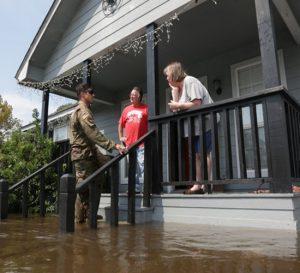 Trump acepta acuerdo Demócrata para aumentar gastos en daños del huracán Harvey