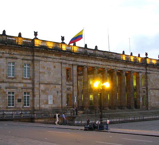 Colombia reduce déficit comercial de Julio a casi la mitad