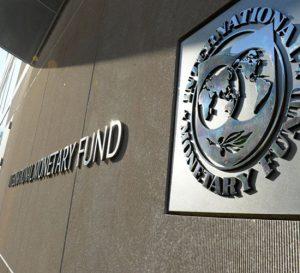 Chilenos, los más endeudados según el FMI