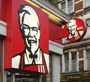 KFC cierra tiendas por escasez de pollo