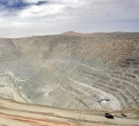Chile eleva su proyección económica pese a caída del cobre
