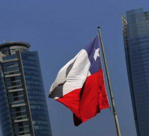 Chile fija tasa clave y está atenta a guerra comercial