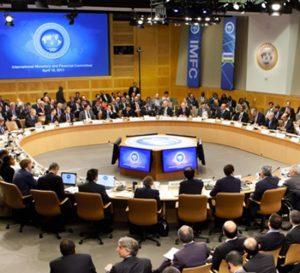 FMI asegura que el dólar está sobrevalorado