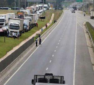 Industria de Brasil presenta contracción por paro de camioneros