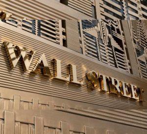 Regresa la felicidad a Wall Street, registra su mayor ganancia desde Marzo