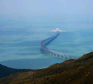 Este miércoles abrirá oficialmente el puente que une Hong Kong con China Continental