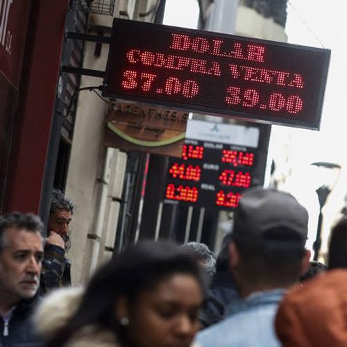 Argentina, gobierno admite que la economía está en recesión