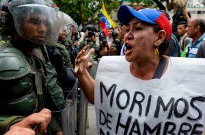 Gobierno venezolano trata de mantener el control de un país en caos