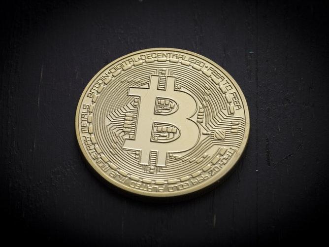 Bitcoin cae por debajo de USD 4.000