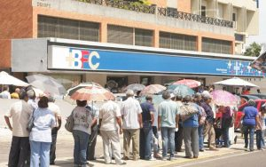 Venezuela: Este martes bancos atenderán pagos de pensionados del IVSS