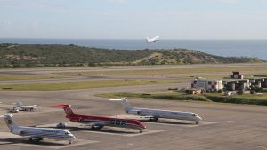 Estados Unidos pide frenar comercio de combustible de aviones con Venezuela