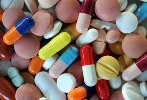 Apróximadamente la mitad de los estadounidenses tienen problemas con los costos médicos